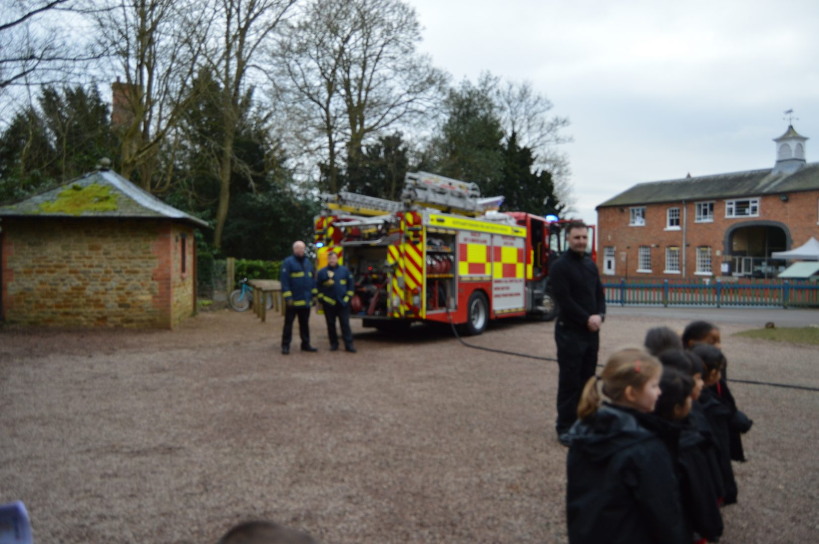 QHS nursery pupils with the fire brigade